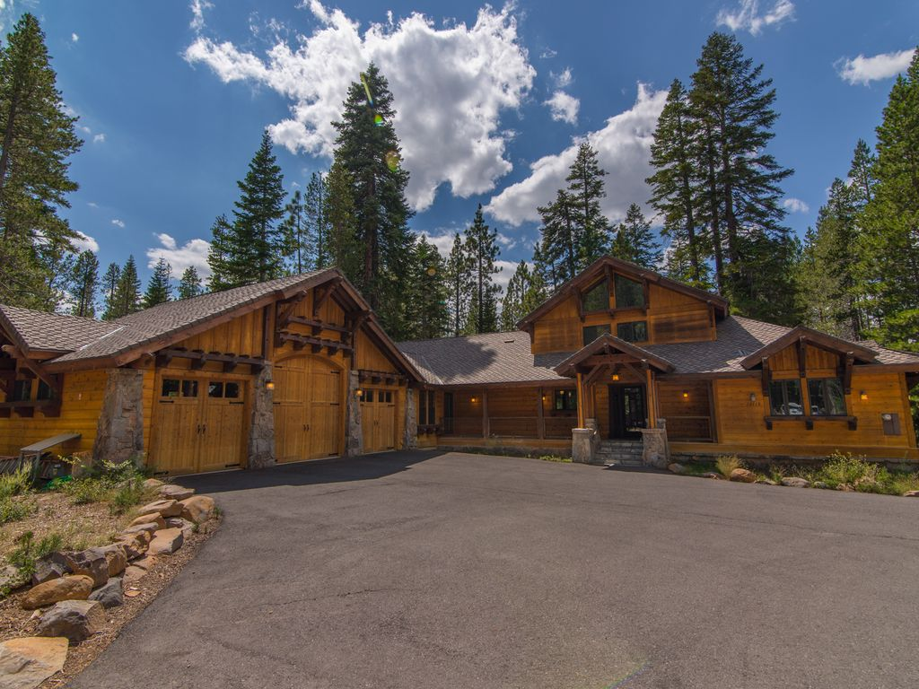 Challet masterpiece accommodates 30 vrbo for Cheap tahoe cabin rentals