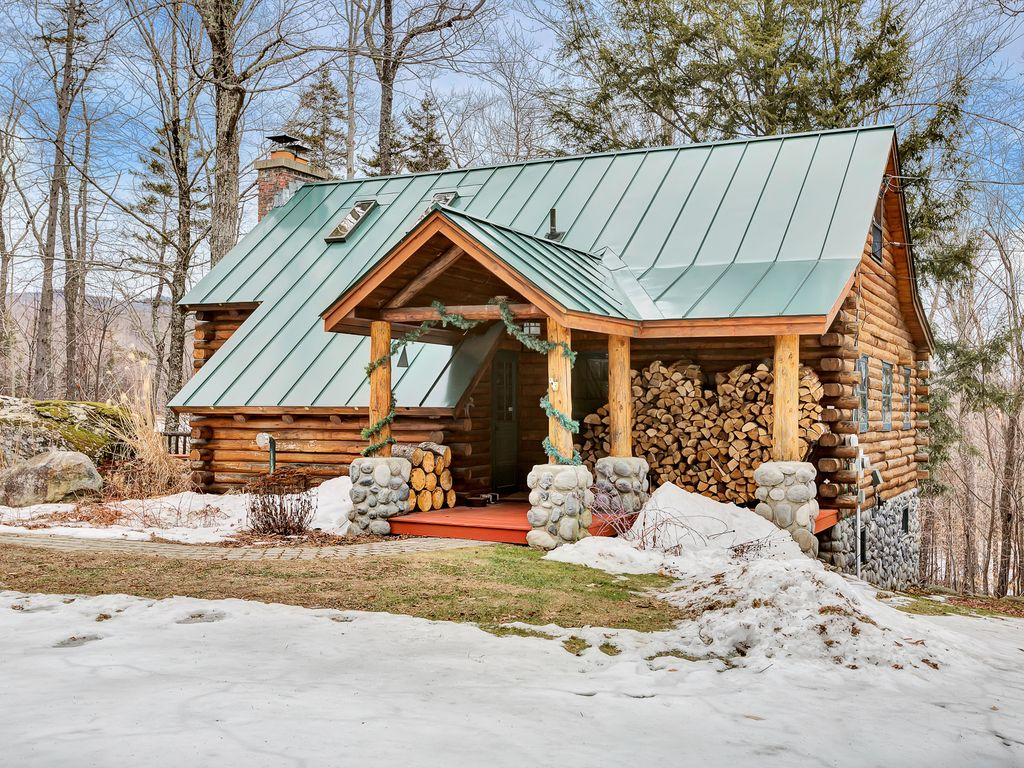 Country log cabin private hot tub minutes homeaway for Log cabin with hot tub one night stay