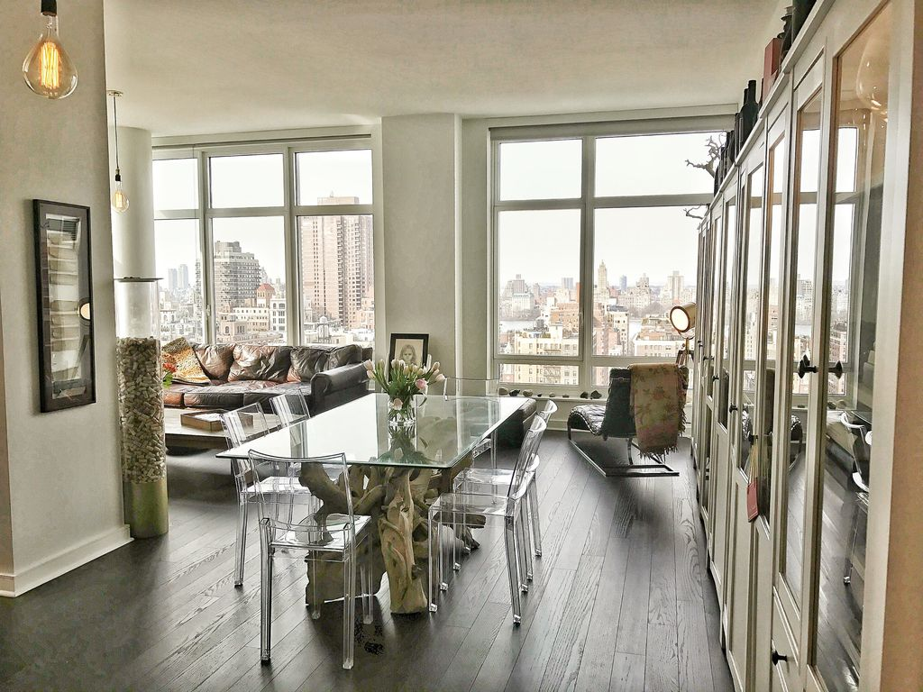 Central Park views, airy 1-bedroom flooded with light