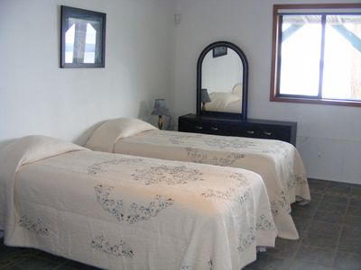 Brinnon house rental - Our lower level suite beds can be 2 extra long twins or together for a king bed.