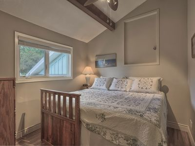 Sunrise room with king or twin beds