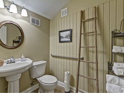 King Suite half bath #1