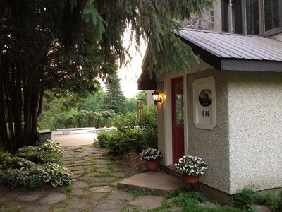 The Lodge - Original Laurentian Log Home, pool, hot tub, private but central!