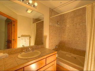 Breckenridge condo photo - Beautiful Tiling in the Full Bathroom
