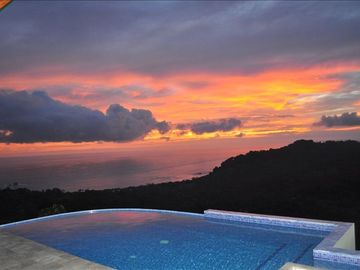 Dominical estate rental - Infinity overlooking Pacific