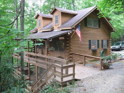 The Alexander Homestead, a charming Smoky Mountain treehouse