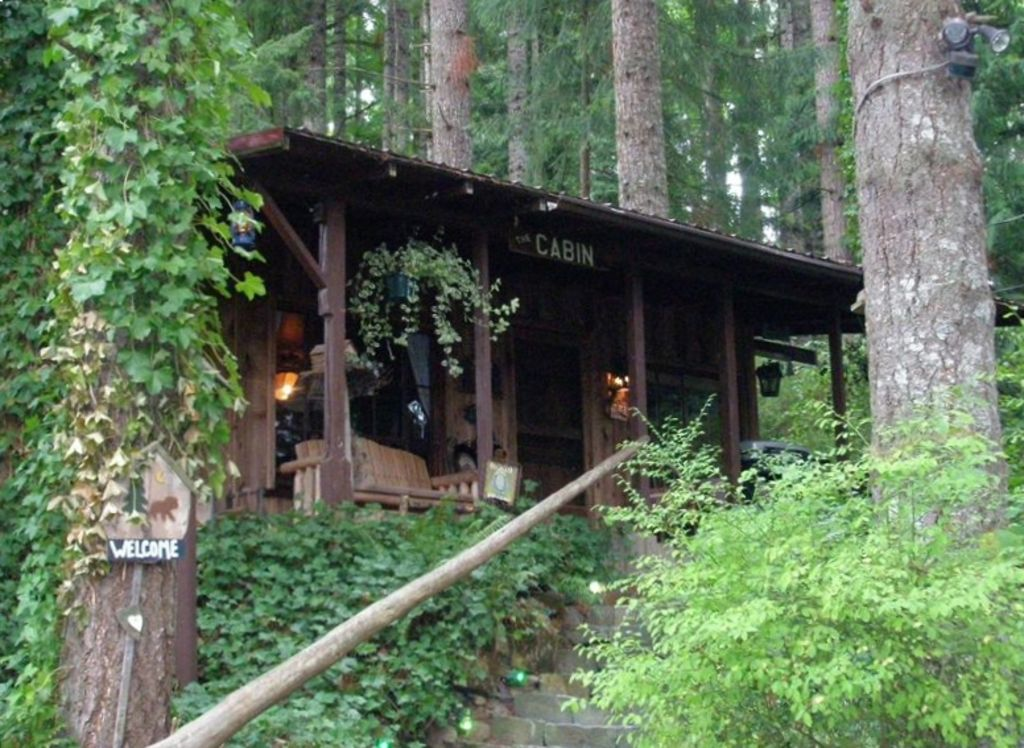 Unique cabin in the woods near mount st helens vrbo for Rental cabins near mt st helens