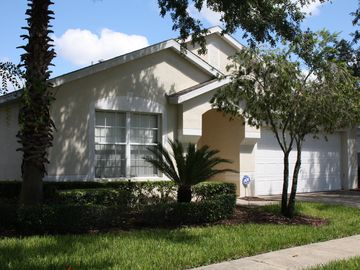 Hampton Lakes villa rental
