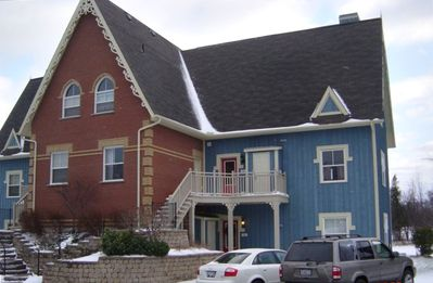 Collingwood chalet rental - Front view 4 unit Condo with Free Parking main floor