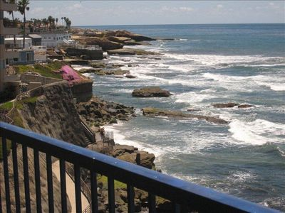 San Diego condo rental - Looking out the bedroom to the south west along the cliffs.