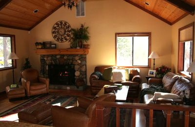 Cozy Family Room w/ Plenty of Seating