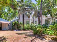 Grand Property with Pool, Walk to Beaches & Restaurants- Family Friendly!