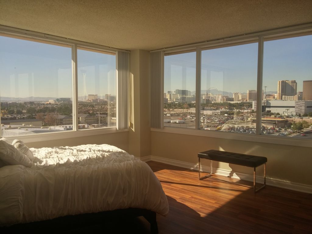 Luxury High Rise 2bed 2baths Modern Apartment Vrbo