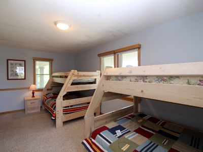 Kid's room on middle floor with 2 pyramid bunk beds