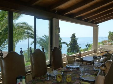 ** ALFRESCO DINING WITH SEA VIEWS **