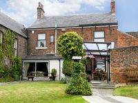 EBOR HOUSE, family friendly, with a garden in Brompton, Ref 6195