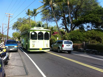 Kona Trolley takes you to Kona Town and beaches off of Alii Drive