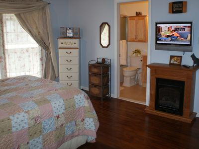 Lancaster townhome rental - Master Bedroom with Bathroom/CD Player/Radio/Fireplace/TV/Ceiling Fan