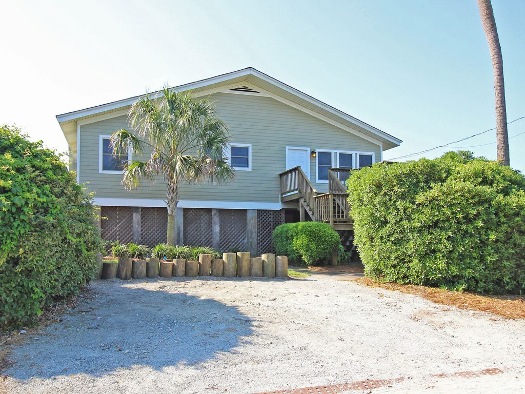 Oceanfront premier 4 bedroom vacation home vrbo for 9 bedroom vacation rentals