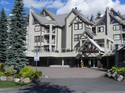 View of Wildwood Lodge from entrance (summer)