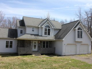 Large 4 bedroom house family friendly homeaway long for Long pond pa cabin rentals