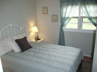 Colonial Beach cottage photo - Masterbedroom with private bath. Queen Size Bed