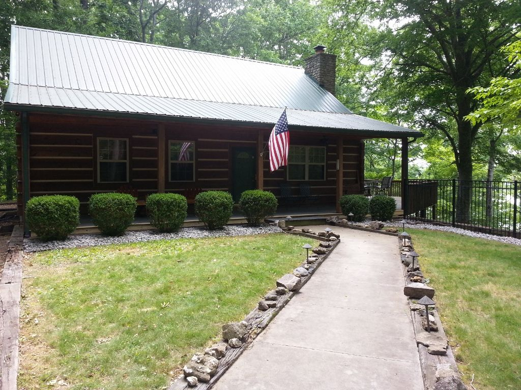Lake Cumberland custom log cabin home on 32 wooded acres