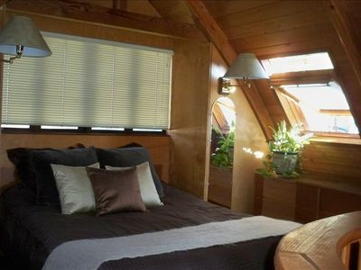 Loft sleeping area with Queen Bed