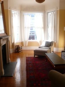 San Francisco condo rental - sunny living room