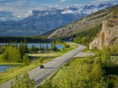 Drive from Jasper to your Chalet - breathtaking mountain scenery