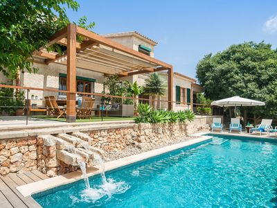 Comfortable villa on the edge of the village with panorama view & pool