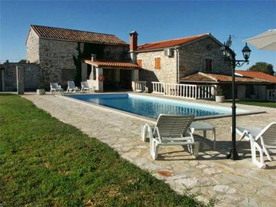 Popular holiday home for 8 persons with swimming pool in Porec