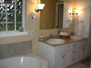 Moclips townhome photo - Sumptuous Master Bath