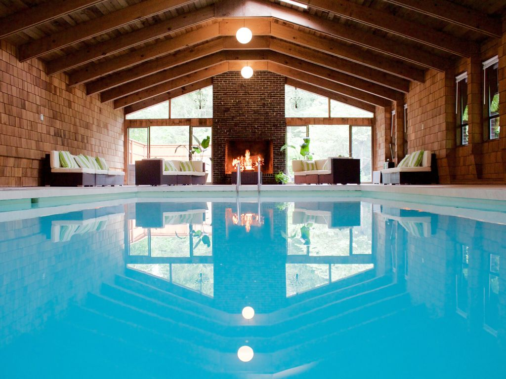 Private indoor pool wedding lodging vrbo for Pool design reunion