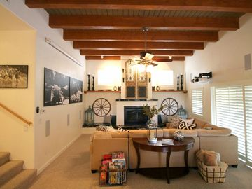 Mt. Lemmon house rental - Spacious living room