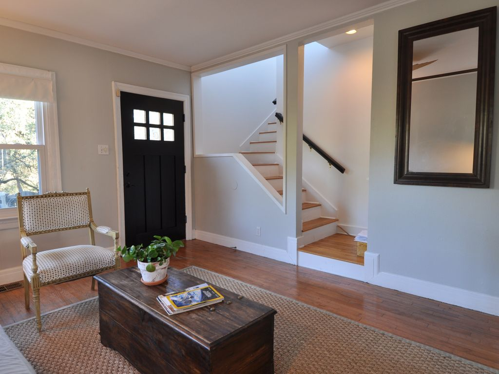 Charming 4/2 Travis Heights Austin (~SoCo~) Monthly Long Term Furnished Rental
