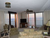 Gulf front condo 2 Br, 2 Bth 700 sq ft balcony Free Beach Service (sleeps 6)