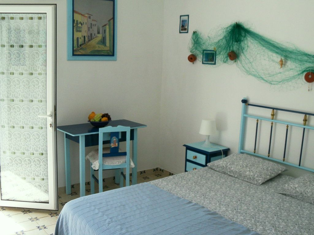 House, 18 square meters, close to the beach