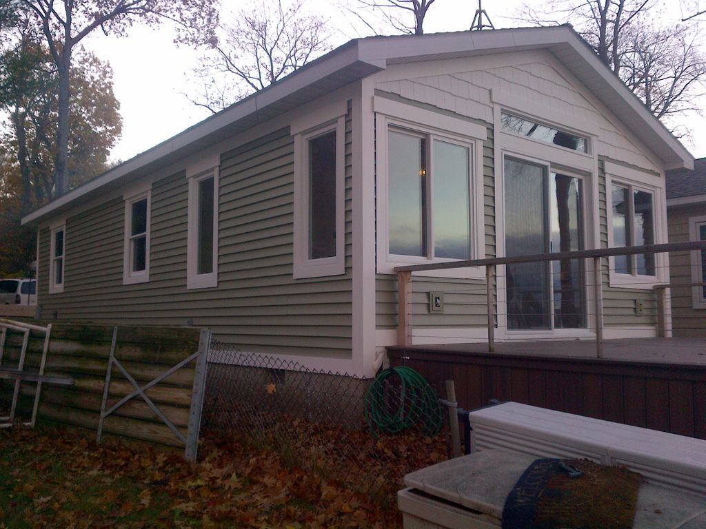 Burt lake cottage west side for rent 2 bedrooms 2 br for 7 bedroom house for rent in michigan