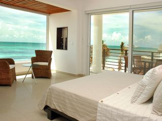 Puerto Morelos condo photo - Master bedroom: King size bed, terrace and VIEWS