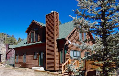 Front of Beary Happy Cabin