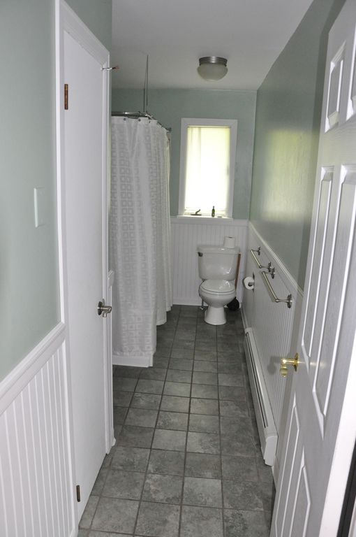 Upstairs Main Bathroom