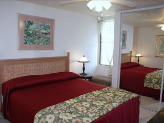 Makaha condo photo - King Bed, not showing 32' Flat Screen TV.