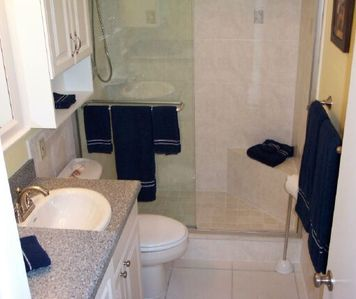Nice bath with tile, marble and glass shower w/seat - unit 3001.