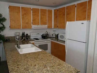Upgraded Fully Equipped Kitchen with Granite Countertops