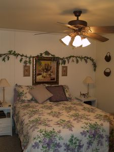 1st Fl Bedroom w\queen size bed