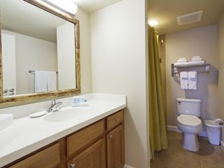 Honolulu condo photo - Bathroom
