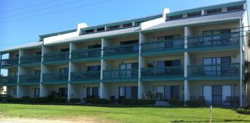Hollywood Beach condo rental - Fantastic Location on 'Ground Floor' in Low-Rise complex. No crowds!