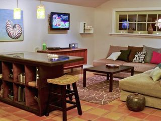 San Antonio bungalow photo - Living Room and Kitchen Bar Area
