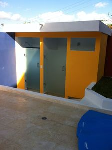 Isla Mujeres house rental - Outdoor shower and bathroom